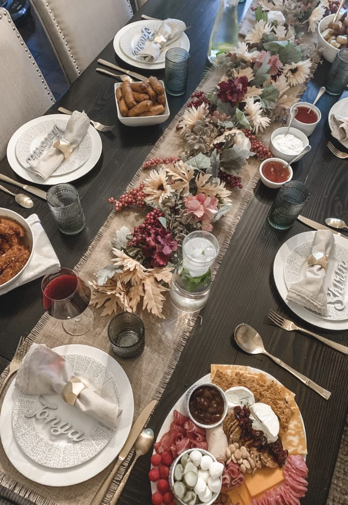 How To Host Friendsgiving!